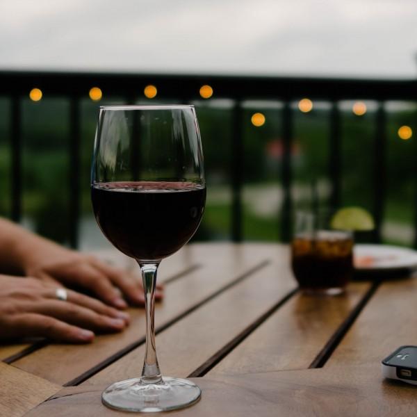 Vin: tout savoir de l'appellation AOP