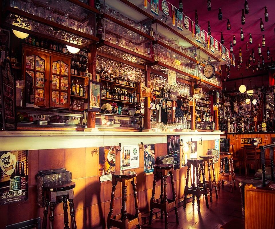 large comptoir de bar